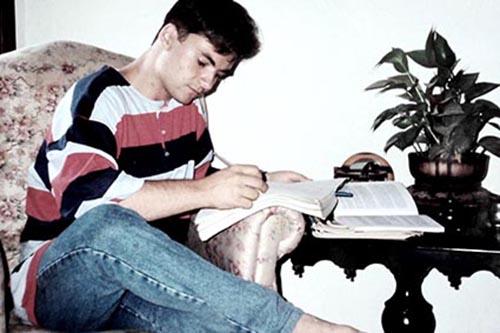 1992 – Escrevendo um de seus primeiros textos literários