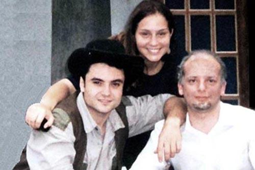 1994 – Interpretando com amigos em uma peça de teatro