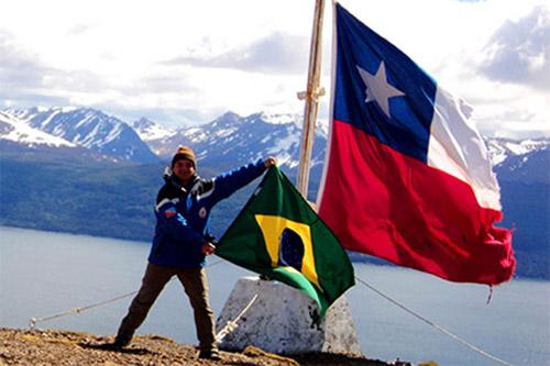 2013 – Topo da montanha Cerro Bandeira, parte inicial da trilha Dentes Navarino, a mais austral do planeta.