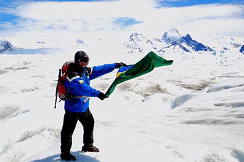 2013 – Cruzando um glaciar no extremo Sul da América.