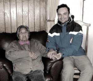 Henry Jenné Com a Sra Cristina Calderón a última descendente de sangue puro do povo Yámana, reconhecida como patrimônio vivo do país livro 21 dias nos confins do mundo