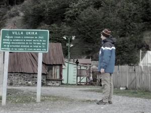 Henry Jenné em Em Villa Ukika, um dos povoados mais austral do planeta e onde foram relocados os últimos descendentes do povo Yámana livro 21 dias nos confins do mundo