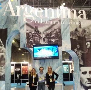 Henry Jenné autor do livro 21 Dias Nos Confins do Mundo com representantes da Embaixada Argentina na Bienal Internacional do Livro no Rio 2015