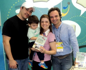 Henry Jenné autor do livro 21 Dias Nos Confins do Mundo em encontro com seus leitores na Bienal Internacional do livro no Rio 2015