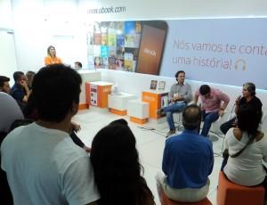 Henry Jenné autor do livro 21 Dias Nos Confins do Mundo em bate papo com o escritor Pedro Doria na Bienal Internacional do Livro Rio 2015