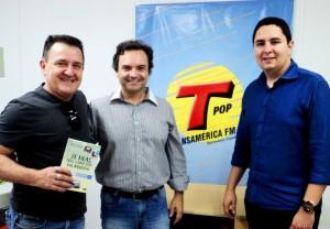 Entrevista na Rádio Transamérica Pop no dia 13 de Outubro de 2015, sobre o livro 21 Dias Nos Confins do Mundo, do autor catarinense Henry Jenné, editora Novo Século