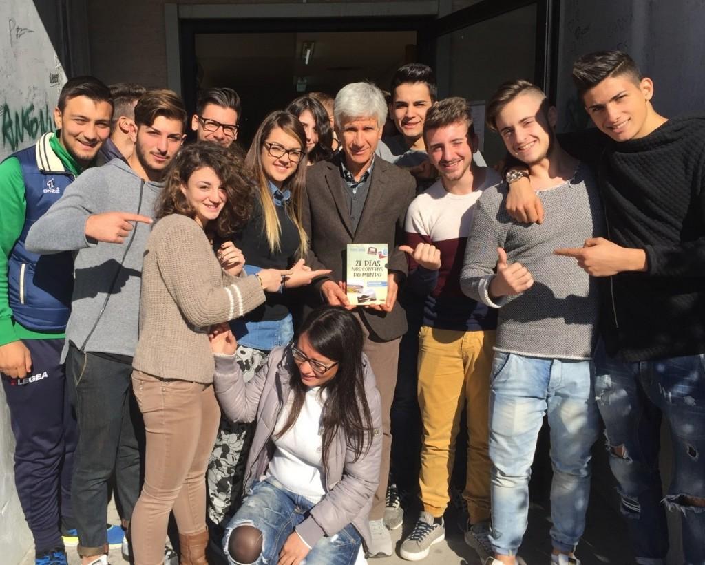 Professor Antonio Tocci colégio I.I.S. G. Pezzullo da cidade de Cosenza - Itália.