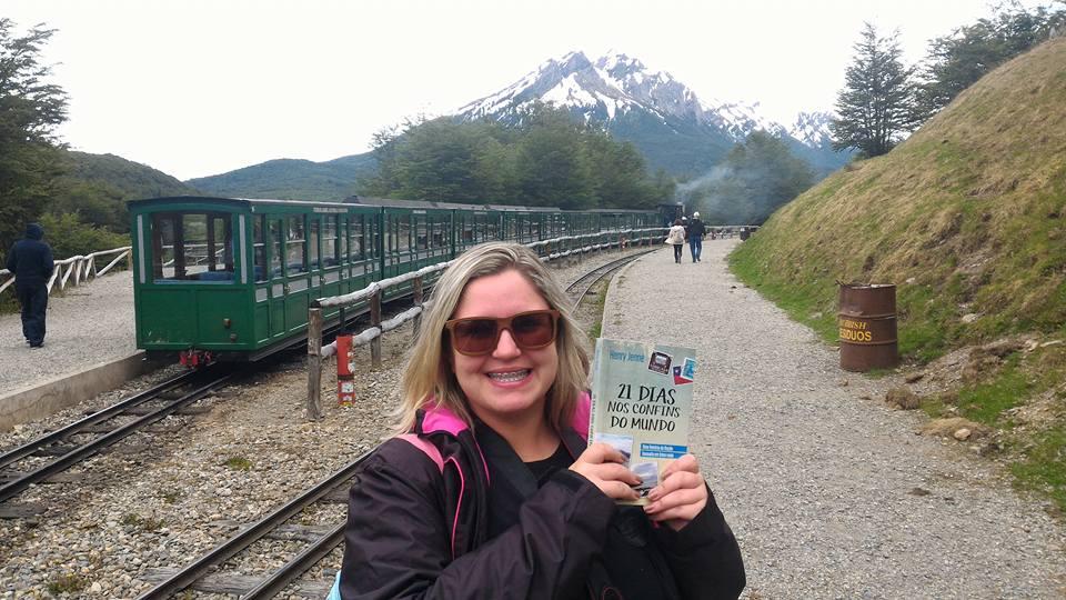Livro 21 Dias Nos Confins do Mundo do autor Henry Jenné tirada no Trem do Fim do Mundo por Luana Fonseca