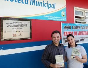 Visita do escritor Henry Jenné autor do livro 21 Dias Nos Confins do Mundo a Biblioteca Pública Municipal de Barra do Sul/SC