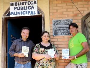 Visita do escritor Henry Jenné autor do livro 21 Dias Nos Confins do Mundo a Biblioteca Pública Municipal de Penha/SC