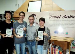 Visita do escritor Henry Jenné autor do livro 21 Dias Nos Confins do Mundo a Biblioteca Pública Municipal de Gaspar/SC