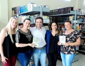 Visita do escritor Henry Jenné autor do livro 21 Dias Nos Confins do Mundo a Biblioteca Pública Municipal de Piçarras/SC