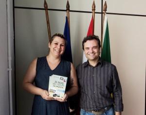 Visita do escritor Henry Jenné autor do livro 21 Dias Nos Confins do Mundo a Biblioteca Pública Municipal de São Francisco do Sul/SC