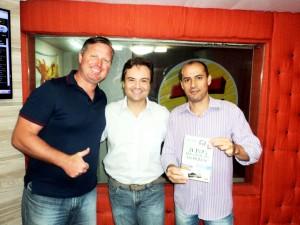 Entrevista Jornal da Manhã Transamérica com Carlos Magnagni e Paulinho Vaz sobre livro 21 Dias Nos Confins do Mundo do autor: Henry Jenné