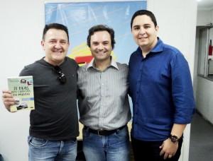 Entrevista Canal Transamérica Pop com Calebe Moreno e Nilton Silva sobre livro 21 Dias Nos Confins do Mundo do autor: Henry Jenné