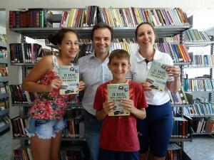 visita do escritor Henry Jenné autor do livro 21 Dias Nos Confins do Mundo a Biblioteca Pública de Guabiruba SC
