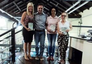 Visita do escritor Henry Jenné autor do livro 21 Dias Nos Confins do Mundo a Biblioteca Pública Municipal de Jaragua do Sul/SC