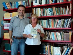 Visita do escritor Henry Jenné autor do livro 21 Dias Nos Confins do Mundo a Biblioteca Pública Municipal de Massaranduba/SC