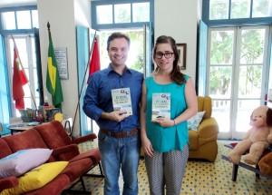 visita do escritor Henry Jenné autor do livro 21 Dias Nos Confins do Mundo a Biblioteca Pública de São José SC