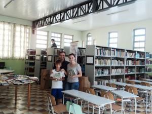 visita do escritor Henry Jenné autor do livro 21 Dias Nos Confins do Mundo a Biblioteca do Colégio São Paulo em Ascurra SC