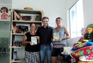 Visita do escritor Henry Jenné autor do livro 21 Dias Nos Confins do Mundo a Biblioteca Pública Municipal de Porto Belo/SC