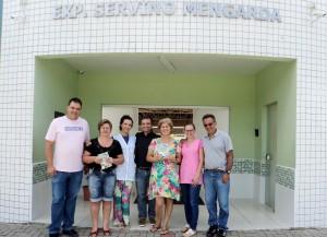 visita do escritor Henry Jenné autor do livro 21 Dias Nos Confins do Mundo a Biblioteca do Colégio Público Servino Mengarda de Rio dos Cedros SC