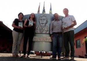 Visita do escritor Henry Jenné autor do livro 21 Dias Nos Confins do Mundo a Biblioteca Pública Municipal de Rio do Sul/SC