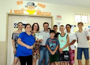 visita do escritor Henry Jenné autor do livro 21 Dias Nos Confins do Mundo a Biblioteca Pública de Vitor Meireles SC