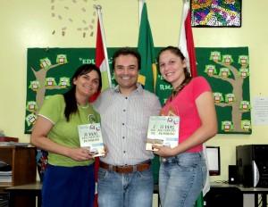 visita do escritor Henry Jenné autor do livro 21 Dias Nos Confins do Mundo a Biblioteca Pública de Witmarsum SC