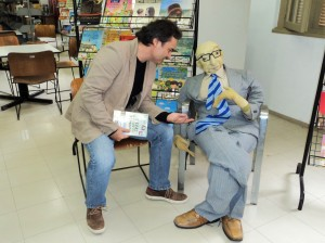 Visita do escritor Henry Jenné a Biblioteca Lucilia Minssen em Porto Alegre