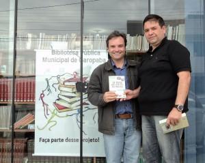 Visita do escritor Henry Jenné autor do livro 21 Dias Nos Confins do Mundo a Biblioteca Publica de Garopaba