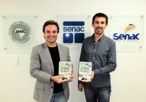 Visitar do escritor Henry Jenné ao SENAC de SC para entrega de exemplares do seu livro a rede de Bibliotecas SENAC de SC na foto com Jorge Prado