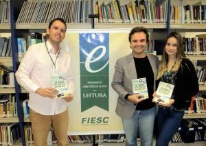 Visitar do escritor Henry Jenné ao SENAI de SC para entrega de exemplares do seu livro a rede de Bibliotecas SENAI de SC na foto com Juliano Alves