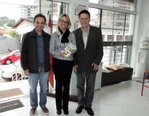 Visita do escritor Henry Jenné autor do livro 21 Dias Nos Confins do Mundo a Biblioteca Publica de Santo Amaro da Imperatriz