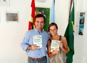 Visitar do escritor Henry Jenné ao Centro Argentino de SC para inclusão do seu livro no acervo da Biblioteca do Clube foto com Mercedes