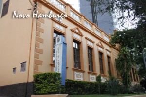 Biblioteca Pública Municipal do Estado do RS que recebeu exemplares do livro 21 Dias Nos Confins do Mundo do escritor Henry Jenné novo hamburgo