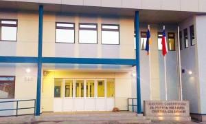 """Foto da fachada do novo hospital de Puerto Williams """"CRISTINA CALDERÓN, inaugurado no último dia 07de Novembro (2016)."""