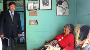 Avuela Cristina recebe a visita do Governador da Província de Magallañes,Tierra del Fugo yAntártida Chilena, Sr. Nelson Carcamo