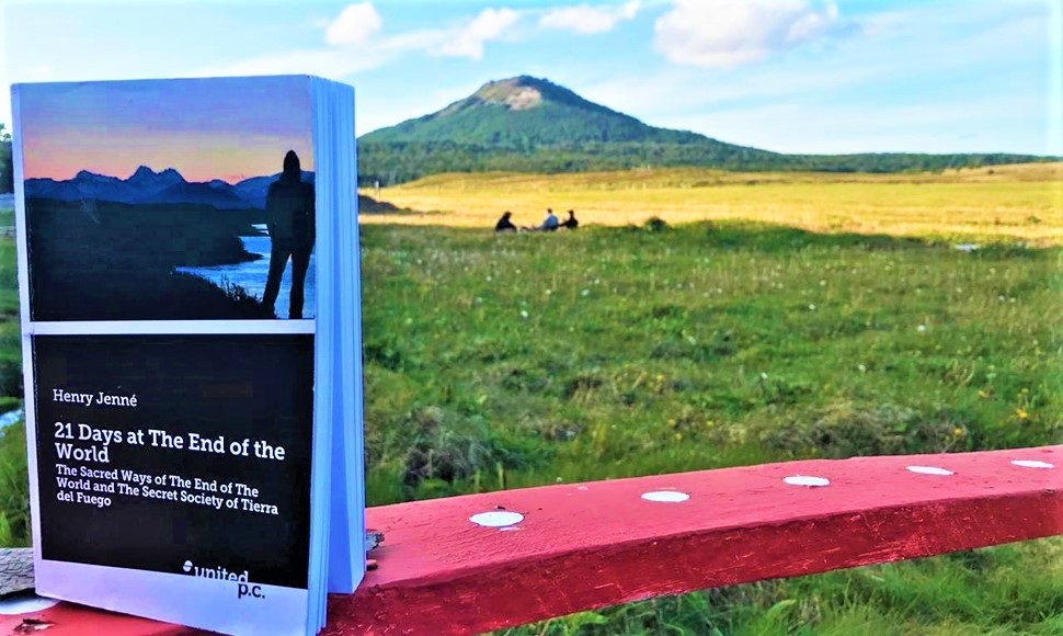 """Another wonderful picture of the book """"21 Days at The End of The World"""" on the lands of Karukinka Park. The place served as scenery for an important chapter of the book. Know more about WCS Karukinka Park visiting: (http://henryjenne.com.br/karukinka-natural-park)."""