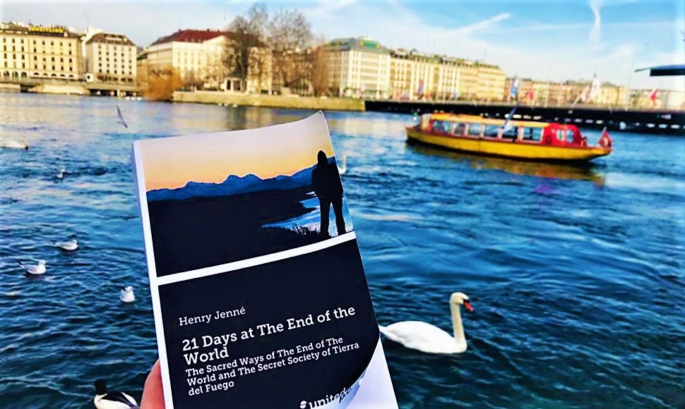 """A wonderful picture of the book """"21 Days at The End of The World"""" in the city of Geneva – Switzerland. Thank you so much Sophie for the amazing picture."""